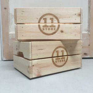 houten krat met logo gravure