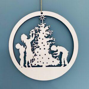 raamhanger kerstboom en kindjes